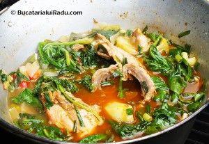 Iepure la ceaun cu cartofi, legume si spanac.