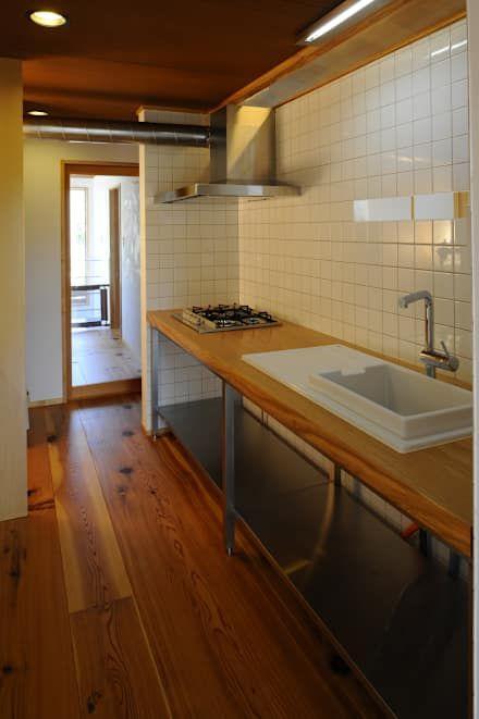ゲストハウス: シェド建築設計室が手掛けたキッチンです。