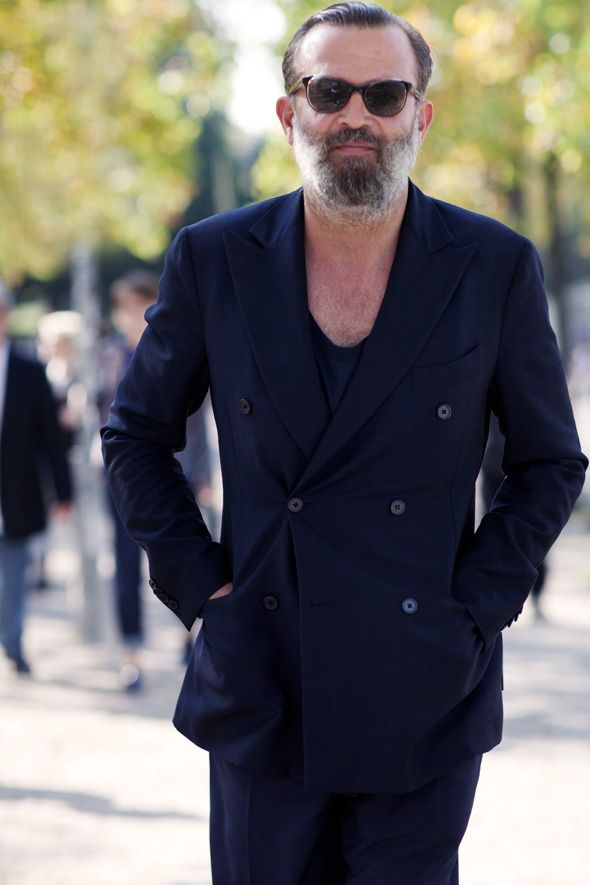 Blue tailored suit, this time worn by my friend Rober R. :-) The beard has grown a lot since last time i saw you!!!! Great look!! :-)