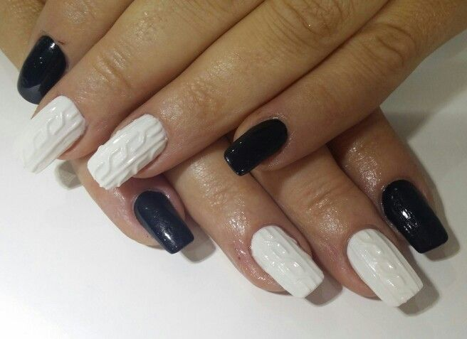 Knitted nails. Black and white. 3d gel.