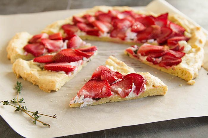 Savory Strawberry Chèvre Flatbread Pizza Pi(e) | La Fuji Mama