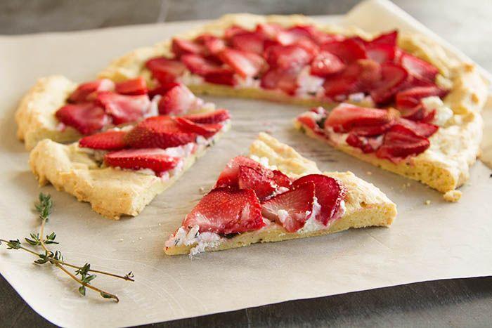 Savory Strawberry Chèvre Flatbread Pizza Pi(e) | La Fuji Mama