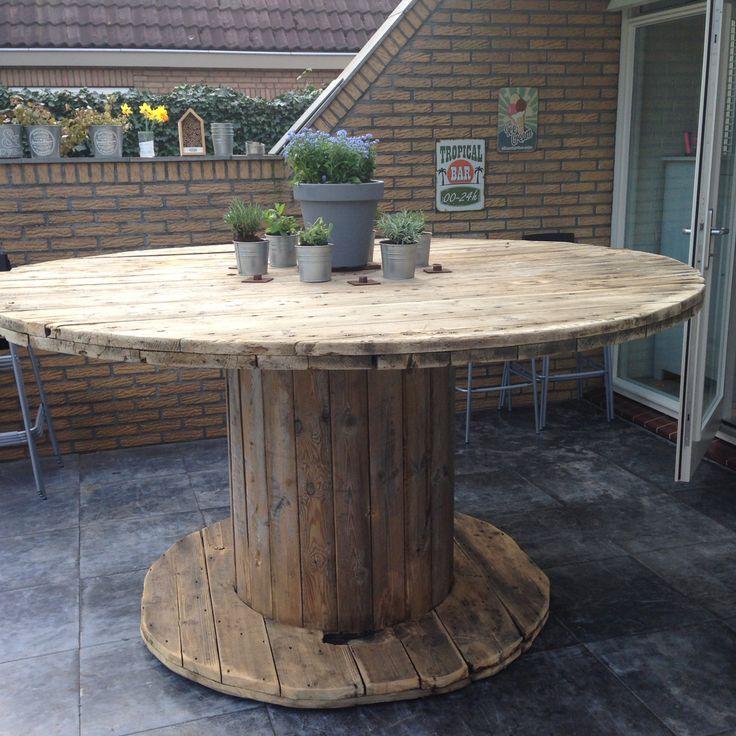 Wooden cable spool table - diy - bartafel van houten kabelhaspel