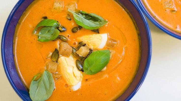 Denne suppen har mye god smak. Andreas Myhrvold lager tomatsuppe.