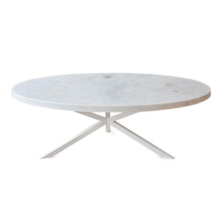 NEB Round Sofa Table är ett stilrent soffbord med grafisk design formgivet av Per Söderberg. Välj mellan skiva i laminat, ett starkt och tåligt material som är vatten- och värmebeständigt, fanér i ek, eller vacker carraramarmor. Bordsskivan går även att få i mässing, zink eller koppar. Soffbordet tillhör kollektionen No Early Birds och har karaktäristiskt korsade ben i metall.Skruvarna som används till monteringen är fullt synliga och bidrar till bordets elegans.