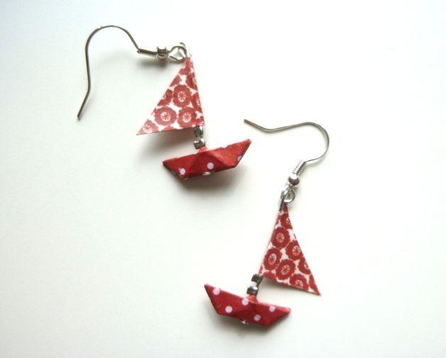 Boucles d'oreilles petits bateaux rouges et blancs