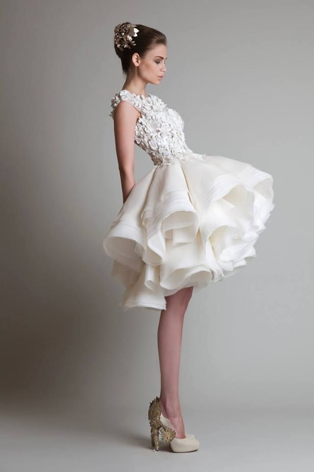 Love this short wedding dress