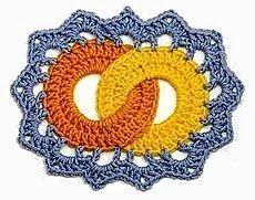 Hobby lavori femminili - ricamo - uncinetto - maglia: anelli incrociati uncinetto
