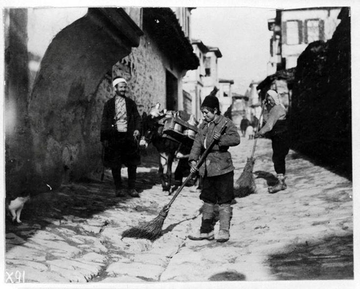 Lewis Hine.Θεσσαλονίκη 1918 οδοκαθαριστής