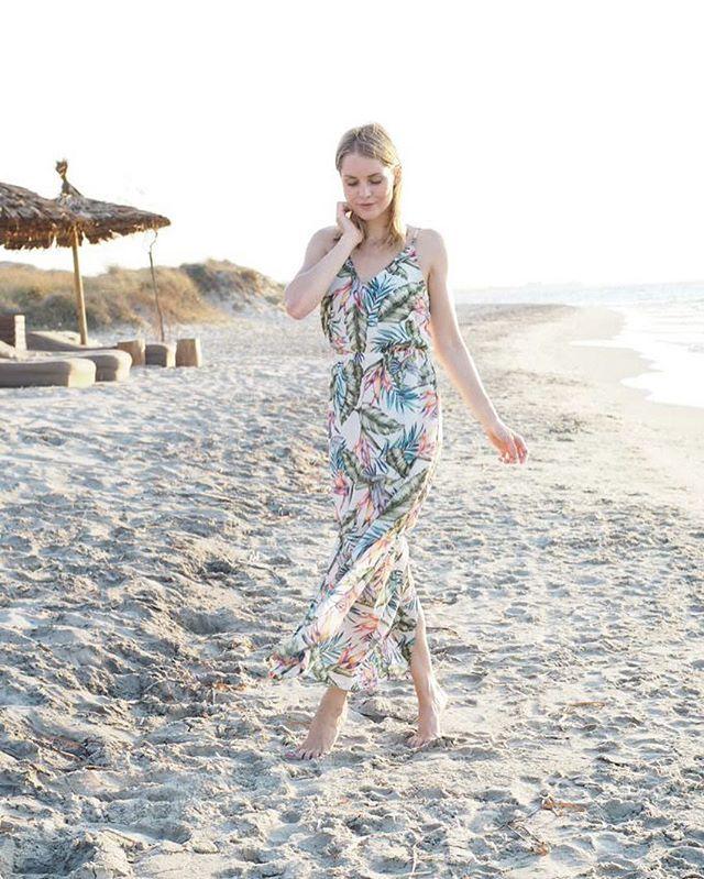 Life is better at the beach! ☀️ Genau diesem Motto bleiben wir auch heute wieder treu und ich sende euch sonnigste Grüße aus dem wundervollen Kos ☺️ #vacation #holidays #lifeisbetteratthebeach #beachlife #paradise #travel #travelgirl #travelblogger_de #travelblogger #beauty #ocean #beach #greece #kos #casacook #casacookkos #smile #behappy #enjoy #lifestyle #style #love #wannastayhereforever #sunset #sundowner #fashion #fashionista #fashionblogger #fashionblogger_de #styling