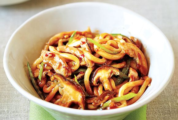 Chicken With Noodles, Shiitake Mushrooms and Snow Peas
