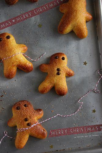 day6173 Waiting for Christmas 2013 : jour 6 Manalas (petits pains briochés à la cannelle de la st Nicolas)