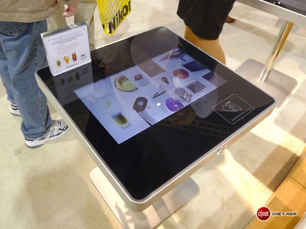 Moneual smart table lets you order and pay for your food