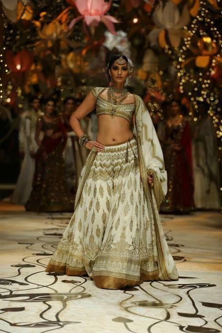 #sonam kapoor #bridal fashion week