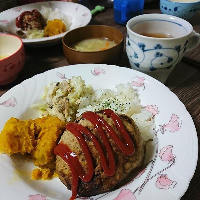 ◇dinner◇Dec6,2017◇ ハンバーグ カボチャ煮物 アサリとキャベツの和え物 味噌汁 ご飯  ラクックという調理器具で、 ハンバーグを焼いてみたよ コンロで焼きめをつけてから、 そのまま魚焼きグリルに ラクックごと入れて蒸し焼きに。 美味しー😍  #料理#dinner#和食#Japanesefood#おうちごはん#おうちカフェ#ワンプレート#cooking#cookingram#クッキングラム#クッキングラマー#デリスタグラマー#美味しい#yummy#like#love#ハンバーグ#hamburg#肉#meet#パロマ#ラクック#アサリ#缶詰#さっぱり#豊かな食卓