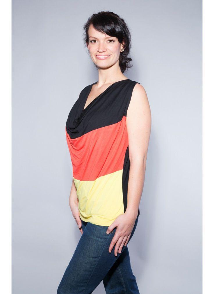 Deutschland Shirt für Damen. Genau das Richtige Shirt für die Weltmeisterschaft.  Label: bluehalo.de Foto: Daniel Dornhöfer, Mainz Model: Katharina