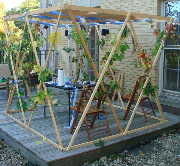 simple sukkah: Sukkah Ideas, Sukkah Decorations, Messianic Wedding, Simple Sukkah, Biblical Feast, Sukkah Settings, Jewishness, Cosmic Sukkah, Chabad Sukkah