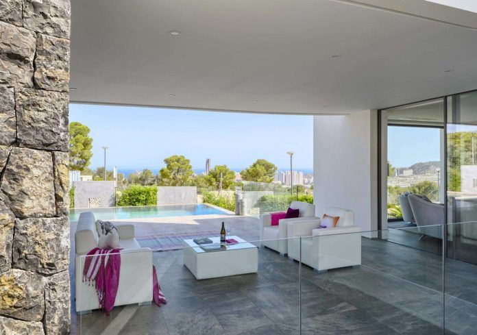 Mediterranean Finestrat villa with the sea in the horizon designed by Gestec - CAANdesign