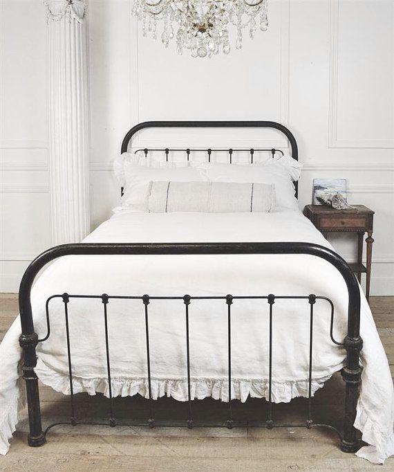 Paese di letto di ferro vintage chic di FullBloomCottage su Etsy, $1195.00