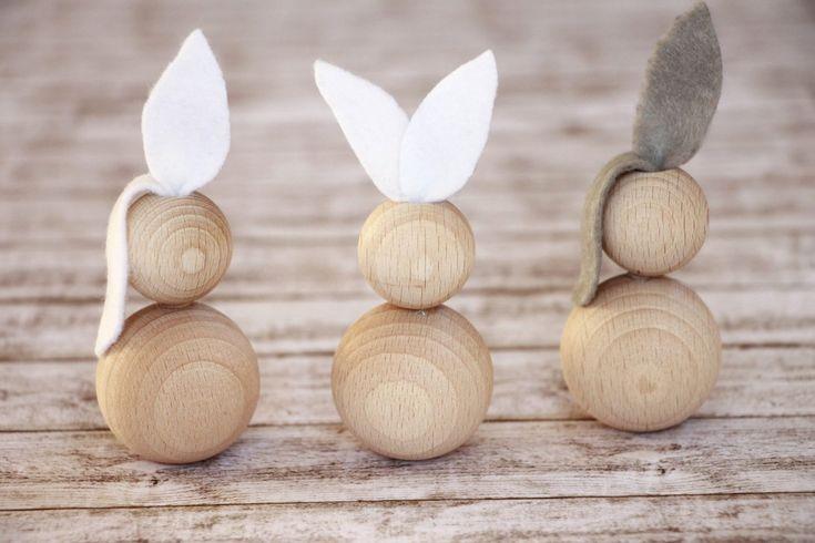 Osterbasteln: Ideen für Osterhasen aus Holzkugeln