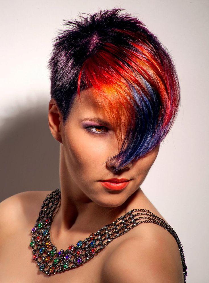 Coole Undercut Frisur mit roten Strähnen | Frisuren mit