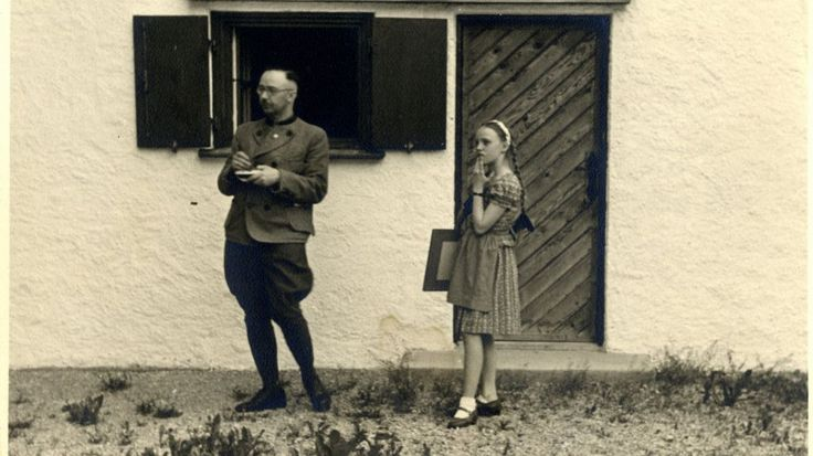 Un peu de culture en ce week end du 8 mai. Le père du cinéaste Serge Elleinstein, historien juif, s'est trouvé par hasard en possession de documents personnels inédits de Himmler, et en a légué à son fils des photocopies. Il s'agit de lettres, de papiers...