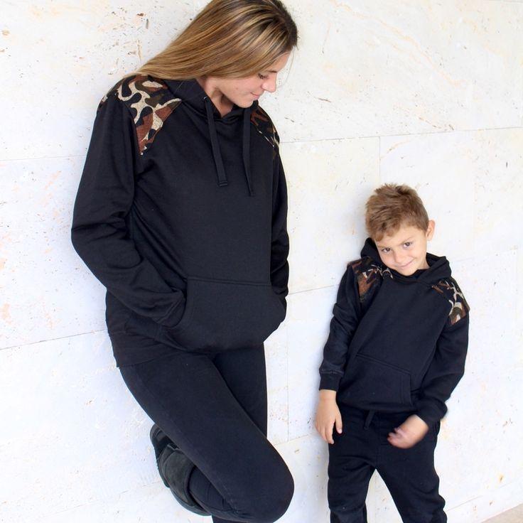 """Sudadera militar para niño/a con capucha.  Esta sudadera de la colección Ivane, será un básico en el armario de tu peque, cómoda y casual.  Para ver el resto de esta colección entra en la sección """"Ropa igual Mamá, Papá y Yo"""", aquí encontrarás esta sudadera para adulto y poder vestir igual!  ¡Le encantará vestir igual que tú! #ropa #kids #kidsfashion #fashion #military #camuflaje #negro #sudadera #mama #madre #moda #niño #niña #iguales #same #ropaigual"""