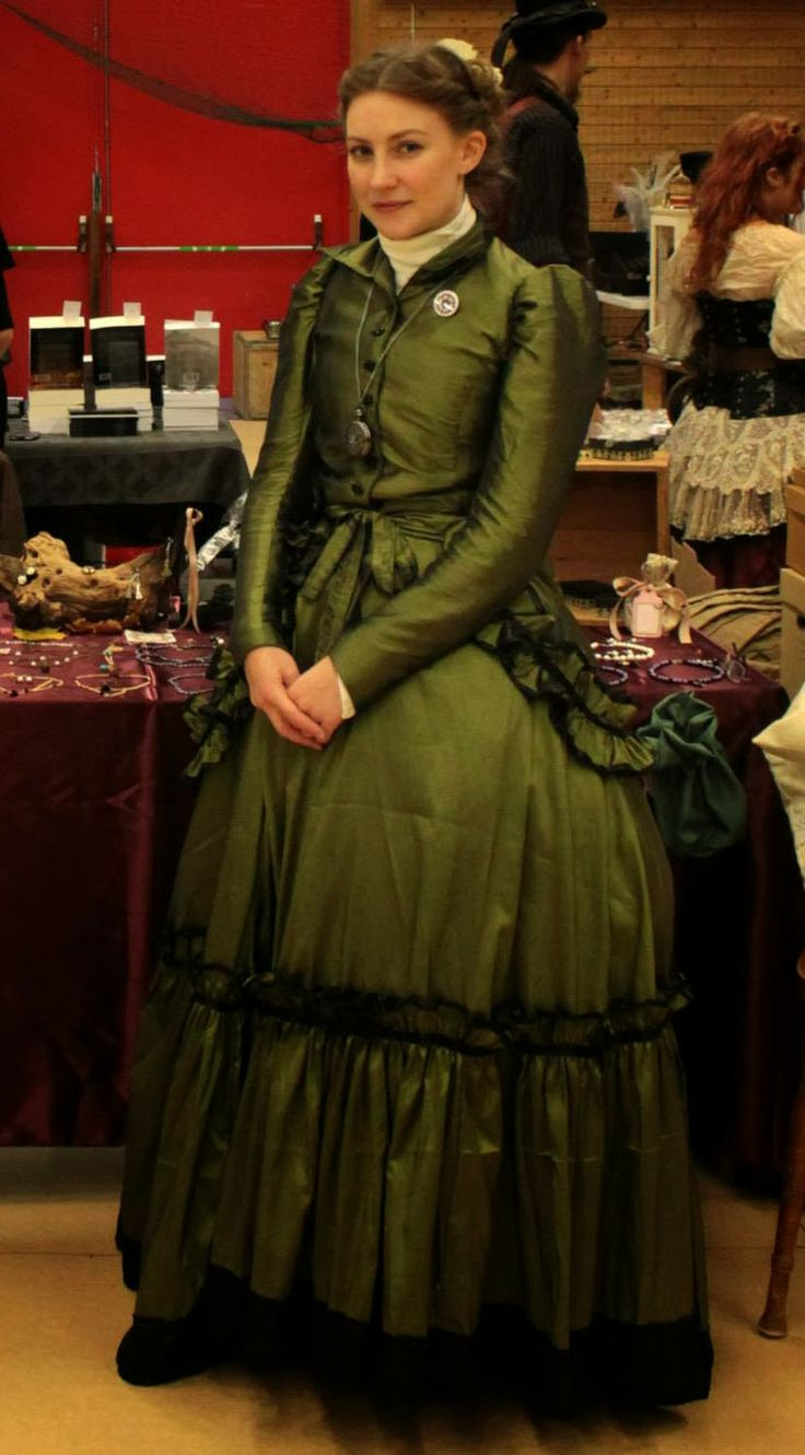 This is my victorian dress in green taffeta with black satin trimmings. All done by me.