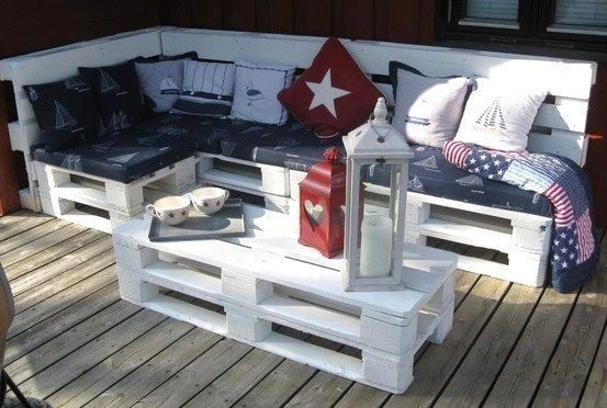Garden furniture made with wood pallets!