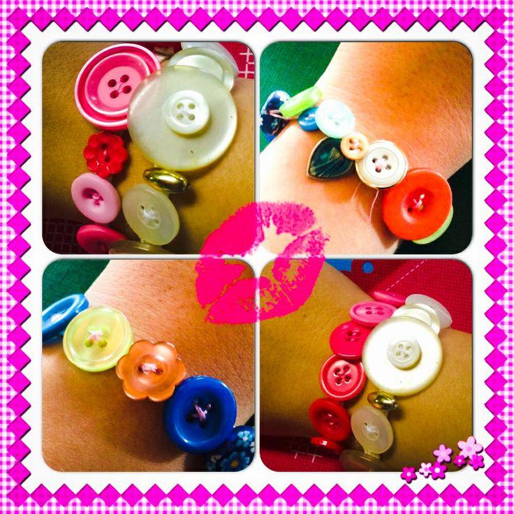 Armband - knopen : deze hebben mijn kids van de klas gemaakt voor moederdag (buitengewoon onderwijs 9-13jaar)      Button - bracelet: my pupils  made this for mothersday (special education age 9-13h