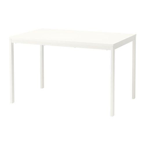 IKEA - VANGSTA, Bord med tillægsplader, Den melaminbelagte bordplade er modstandsdygtig over for fugt og pletter og er nem at gøre ren.Tillægspladen opbevares under bordpladen, når den ikke er i brug, og er nem at få fat i.Spisebord med 1 tillægsplade. Til 4-6 personer. Tilpas bordets størrelse efter behov.Inkl. 1 tillægsplade.