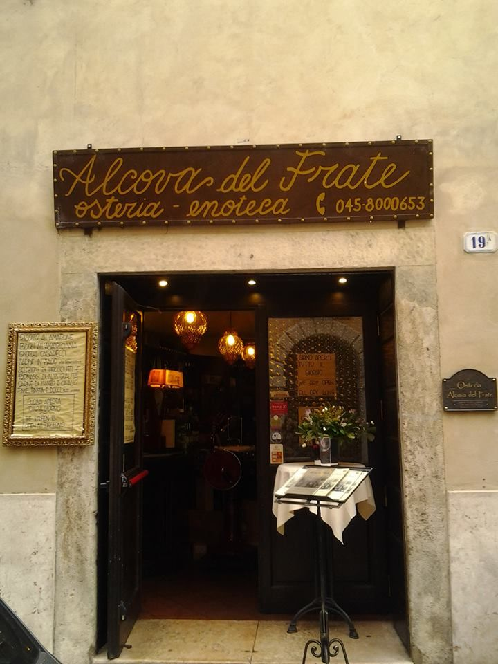 Alcova del Frate - Verona Osteria-enoteca Verona's little streets have so many things to offer. Many treasures are hidden in Italy.