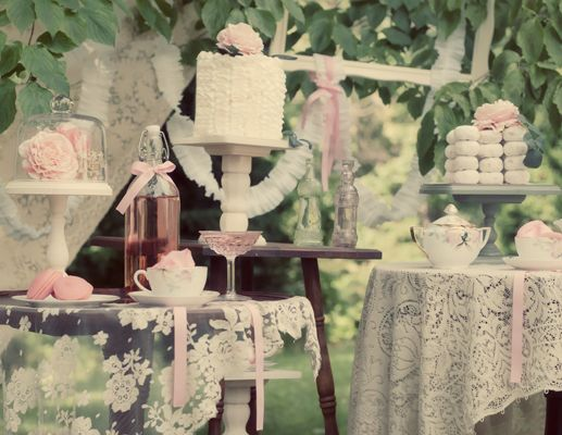 Beautifully Vintage-Themed Baby Shower Ideas