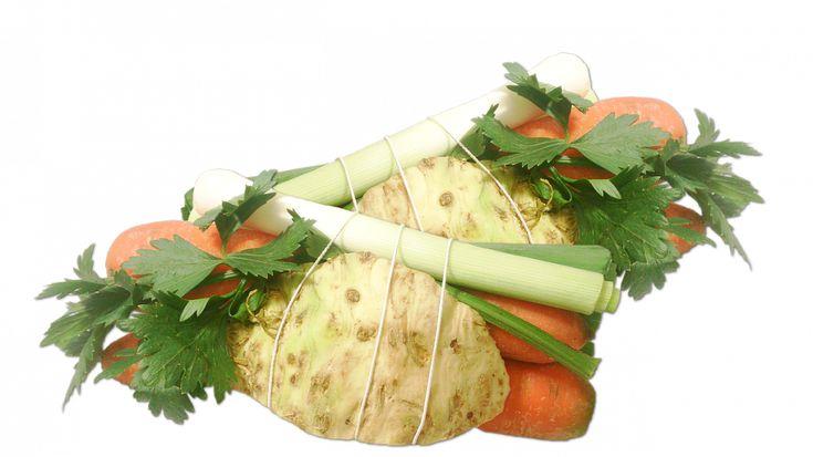 Polévka Pucík (kořen.zelenina,smetana,suš.hřiby,vejce)