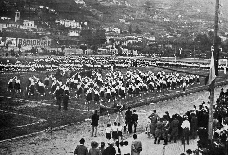 """""""Manifestazione sportiva allo Stadium"""" - 1936 http://www.bresciavintage.it/brescia-antica/documenti-storici/manifestazione-sportiva-allo-stadium-1936/"""