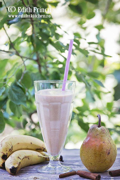 Tiramisu cu visine - un desert dietetic, servit in pahar, cu galbenusuri si lapte, iaurt si vanilie, cu visine congelate fierte cu indulcitor natural.
