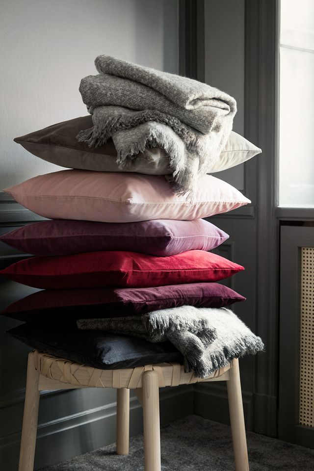 From deep crimson to soft greys and washed-out pink, autumn's most vivid colour scheme makes for the perfect bed linen. | H&M Home