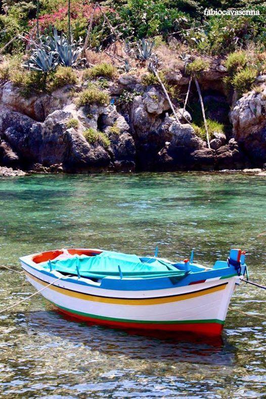 Cose da fare: affittare un gozzo alla ricerca delle calette nascoste e fare una nuotata in acque cristalline Things to do: rent a small boat and discover the hidden bays for an unbelievable swim #BorgoSantElia #SantaFlavia #Palermo #visitsicilyinfo Ph @FabioCavasenna