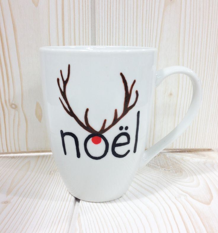 Mug de Noël .  Commencez par écrire le mot Noël avec un procelain painter noir ...