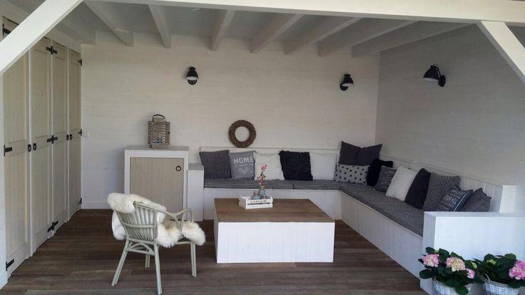 Blij met onze witte veranda. Laat de zomer maar komen!