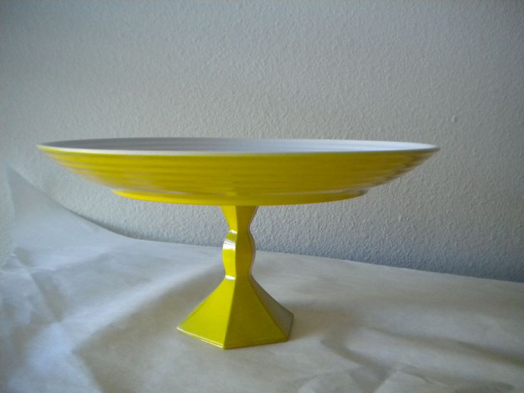 DIY Cake Stand Tutorial from Eat Drink Pretty - love the yellow! It would be perfect in my kitchen.