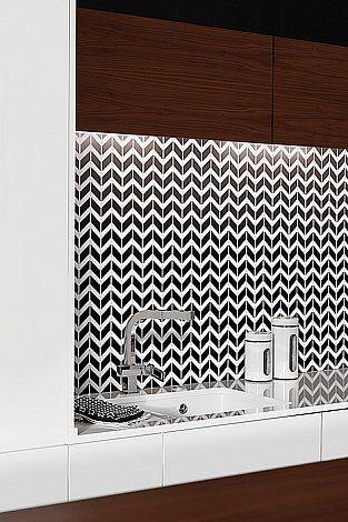 Pure White CHEVRON mix - DUNIN, inspiration photo, chevron, jodełka, biało-czarna mozaika, czarna mozaika, kitchen, design, wnętrza, decor, modern kitchen,