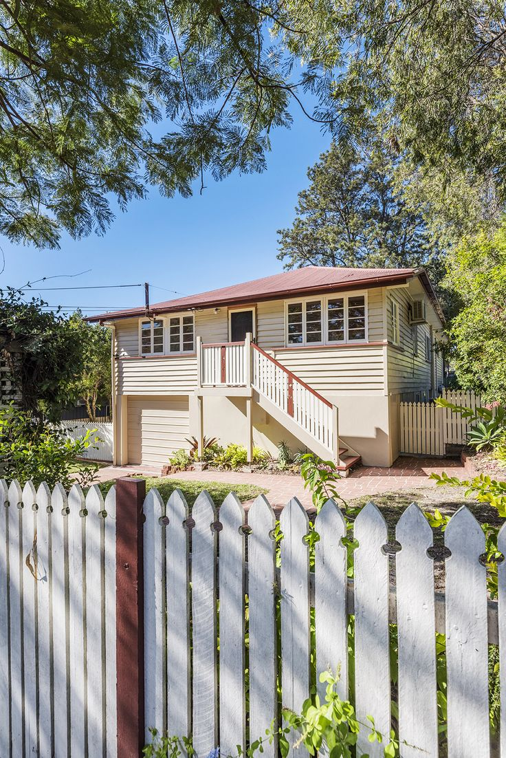 WYNNUM 51 Kitchener Street.. Fully fenced and set back from the street, buyers will appreciate the easy, relaxed lifestyle this post-war residence affords.