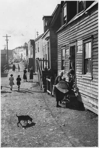Street scene, The Battery, c. 1939. Photo by Gustav Anderson