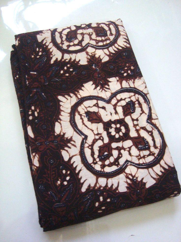 Kain Bahan Baju Batik Klasik Motif Ceplokan   http://thebatik.co.id/batik-cap/kain-bahan-baju-batik-klasik-motif-ceplokan-gede-hitam/