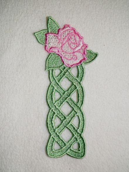 Hímzett rózsás könyvjelző