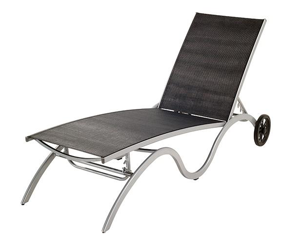 CHAISE LONGUE | Chaise longue avec structure en aluminium et textilène noir. 2 roues. Dos et pieds réglables.