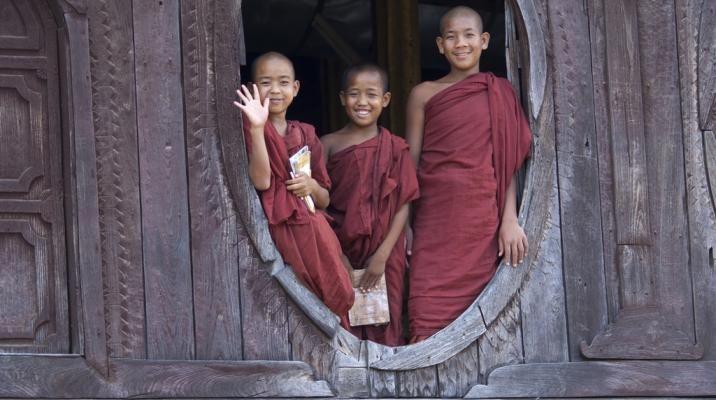 Novicer i bumersisk tempel
