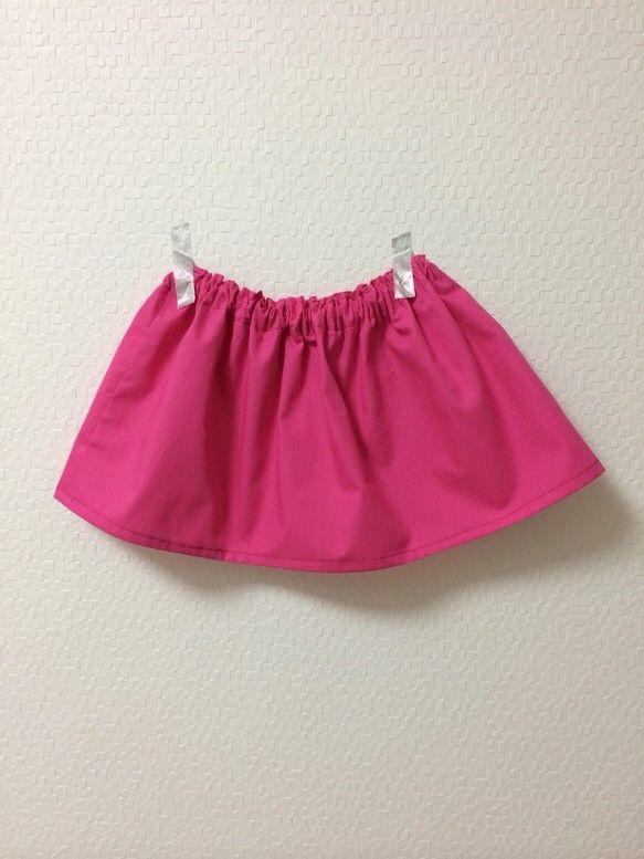 春にぴったりなチェリーピンクギャザースカートです!冬はボーダーのタートルネックに合わせて着ると可愛いと思います。春は、白やダンガリーシャツと合わせて着ると可愛...|ハンドメイド、手作り、手仕事品の通販・販売・購入ならCreema。
