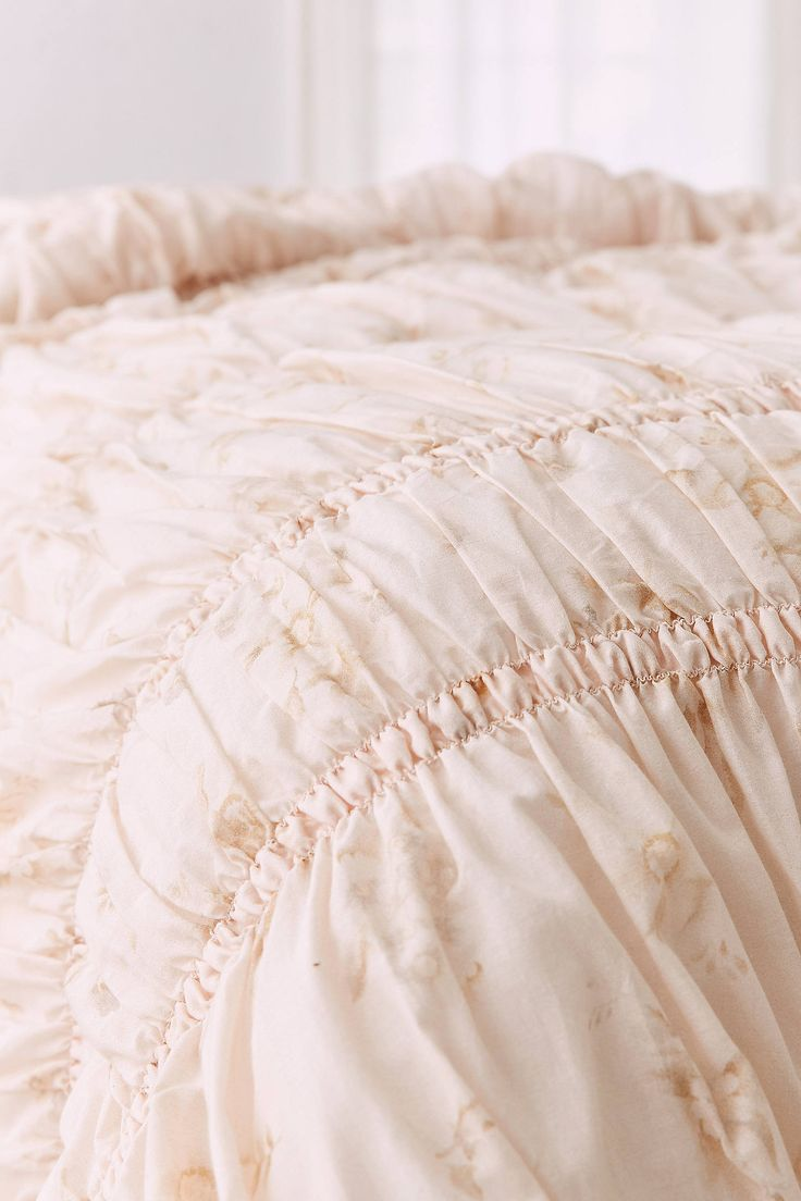 Slide View: 4: Rita Floral Ruffle Comforter